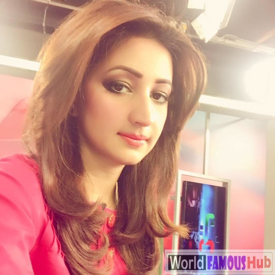 Ayesha Zulfiqar Biography, Wiki, Age, Measurements, Family, Facts (Pakistani Female Newscaster)