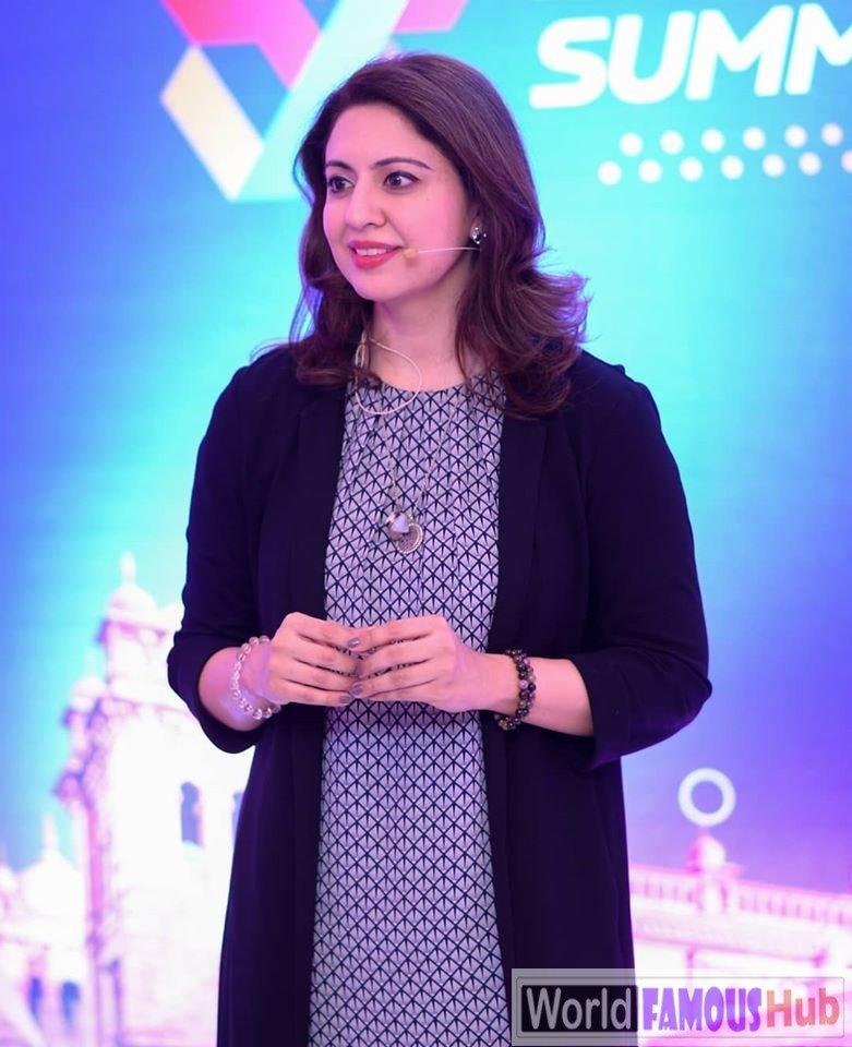 Sidra Iqbal Biography, Wiki, Age, Measurements, Family, Facts (Pakistani Host)