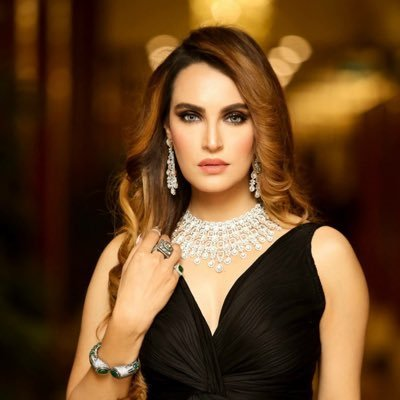 Nadia Hussain Bio, Age, kids, Husband, Drama List, Salary