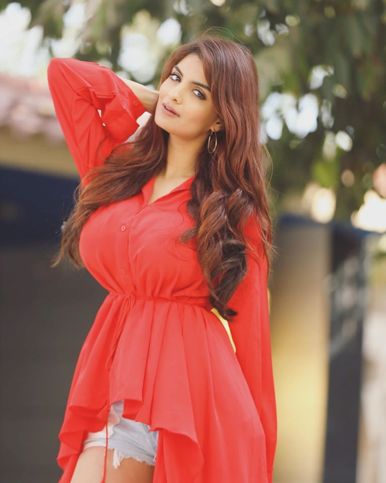 Anveshi Jain: Bio, Career, Education, Family, Net Worth, Height, Weight, Facts & More